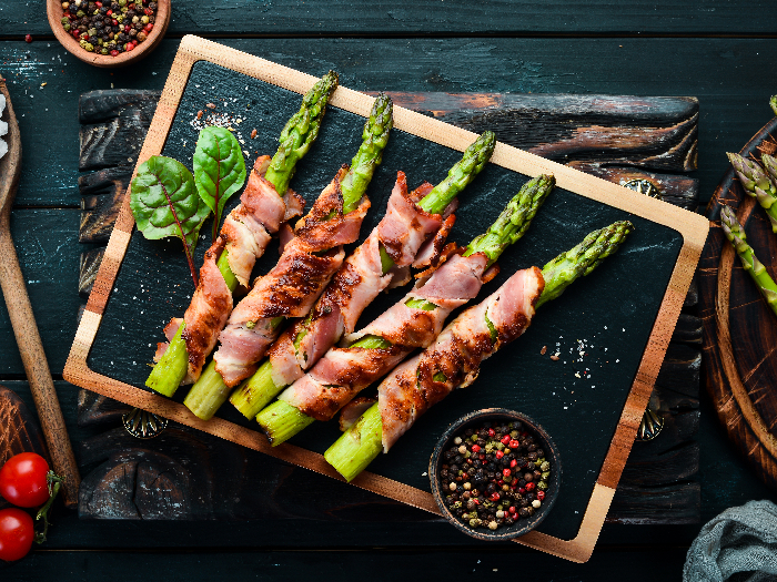 Asparagus baked with bacon and spices