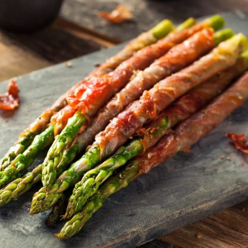 Prosciutto-wrapped asparagus with salt and pepper