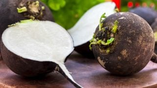 7 Amazing Benefits of Black Radish
