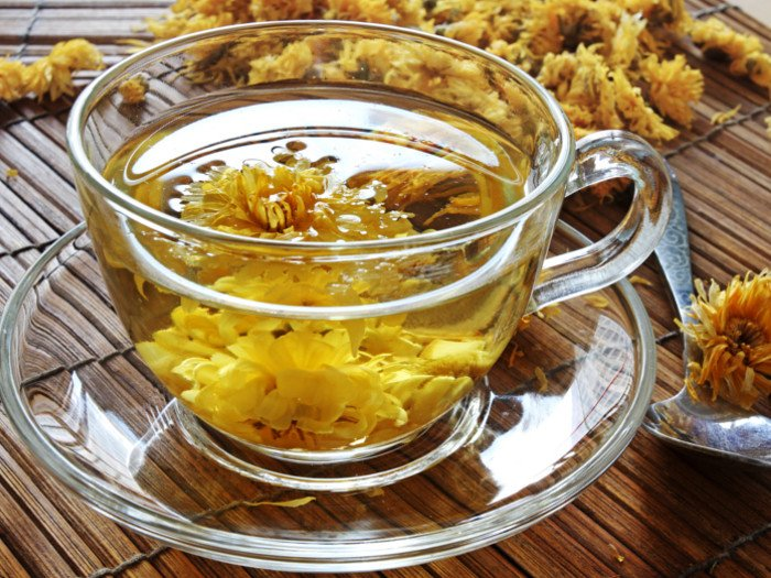 Top 10 benefits of chrysanthemum tea organic facts bright yellow depending on the strength of the tea and how long youve steeped the flowers its medicinal uses have been known for centuries mightylinksfo