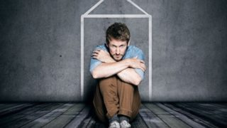 Claustrophobia: Causes & Symptoms