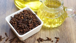 30 Surprising Benefits of Clove Oil