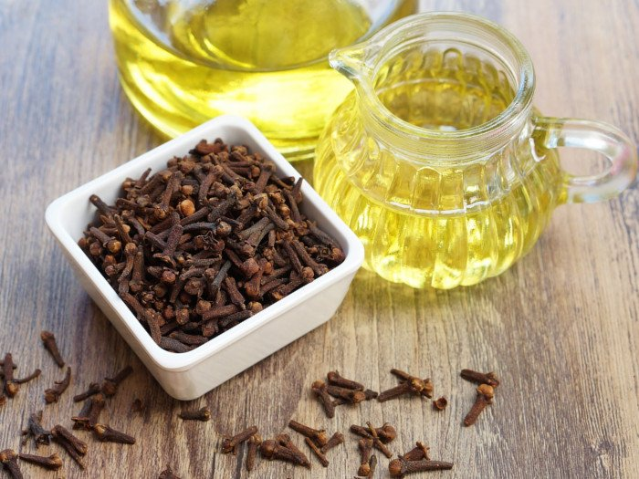 30 Surprising Benefits of Clove Oil | Organic Facts