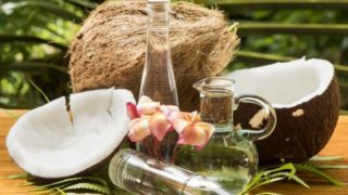 6 Effective Ways to Use Coconut Oil for Dandruff