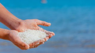 20 Amazing Benefits of Dead Sea Salt Scrub