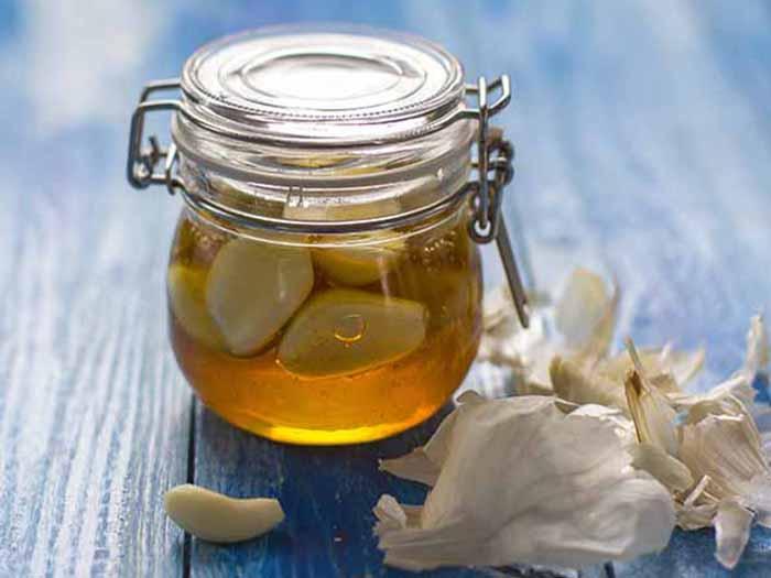Garlic And Honey: Recipe, Benefits, & Uses