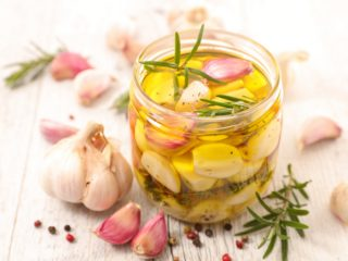 20 Amazing Benefits of Drinking Garlic Juice   Organic Facts