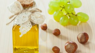 8 Benefits & Uses of Grapeseed Oil for Hair