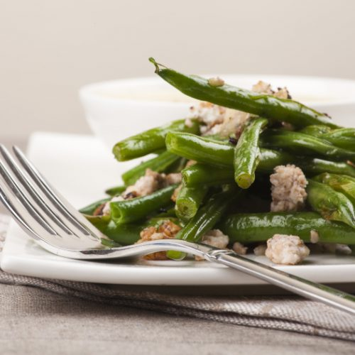 Grilled green beans, cheese and walnut salad with white sauce