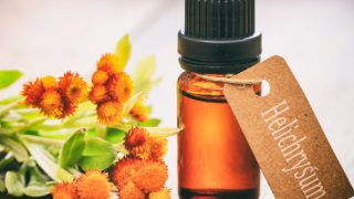 21 Amazing Benefits of Helichrysum Essential Oil