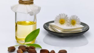 12 Amazing Benefits of Jojoba Oil for Skin & Hair