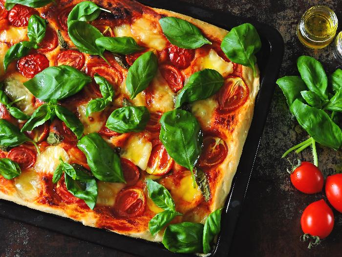 Caprese pizza, a keto pizza