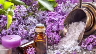 9 Amazing Lilac Essential Oil Benefits & Uses