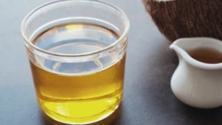 8 Amazing Benefits Of MCT Oil