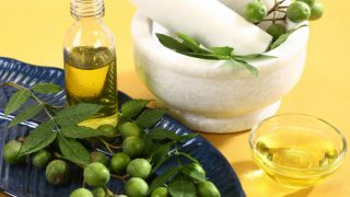 11 Incredible Benefits Of Neem Oil