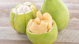 Pomelos: Benefits & How To Eat Them (Pummelo)
