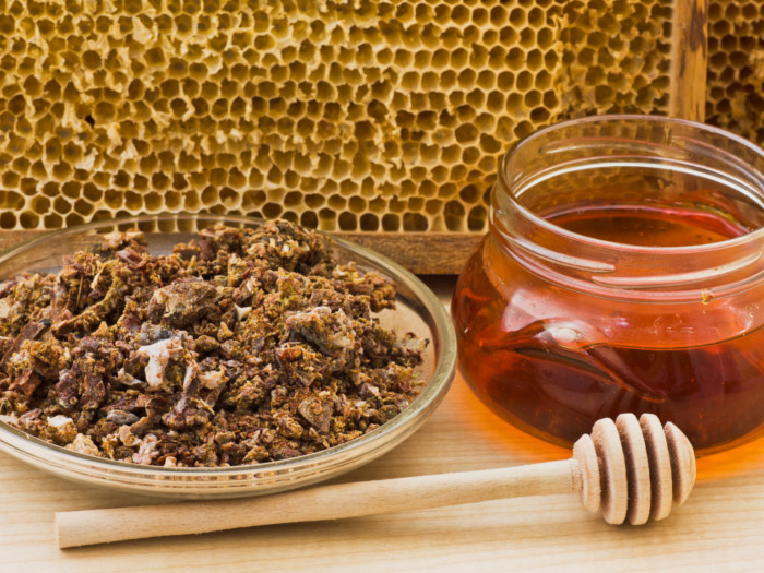 11 Wonderful Benefits of Propolis | Organic Facts