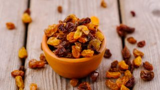 22 Surprising Benefits of Raisins