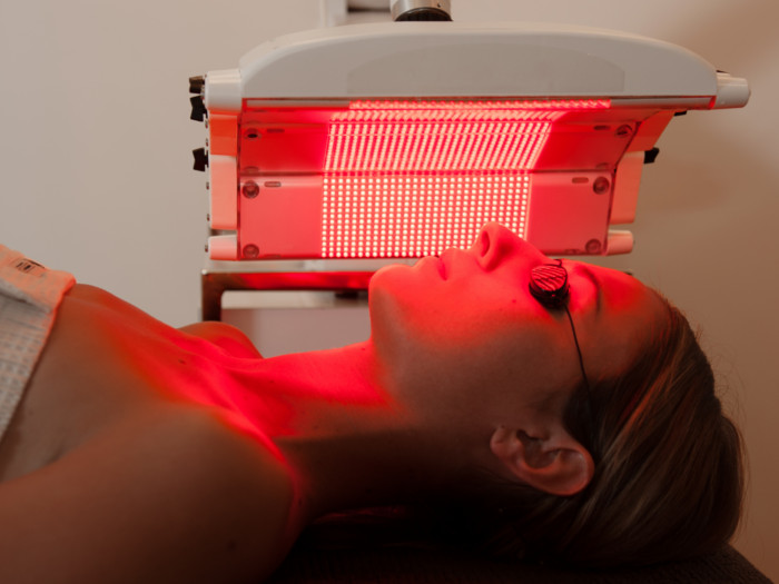 redlighttherapy - 7 VERRASSENDE VOORDELEN VAN RED LIGHT-THERAPIE