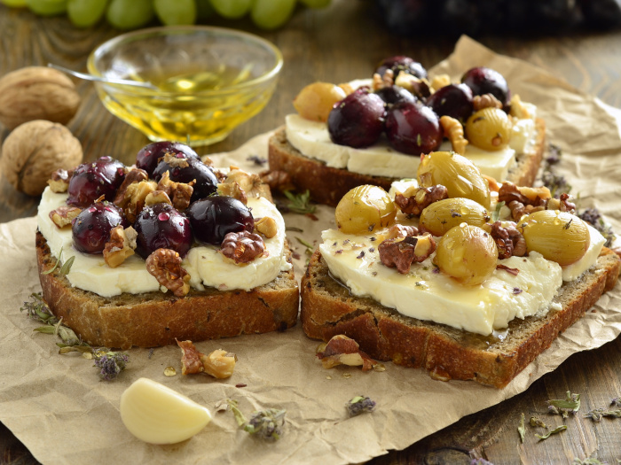 Crostini with roasted grapes, goat cheese, walnuts, and honey