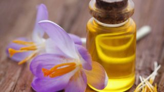 8 Best Benefits of Saffron Oil