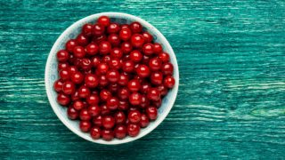 Top 7 Sour Cherry Benefits & Uses