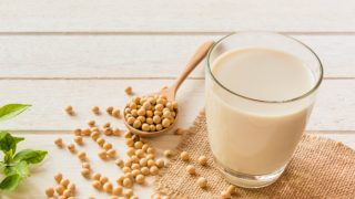 10 Incredible Substitutes for Soy Milk