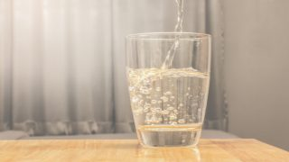 Top 7 Benefits of Sparkling Water (Carbonated Water)