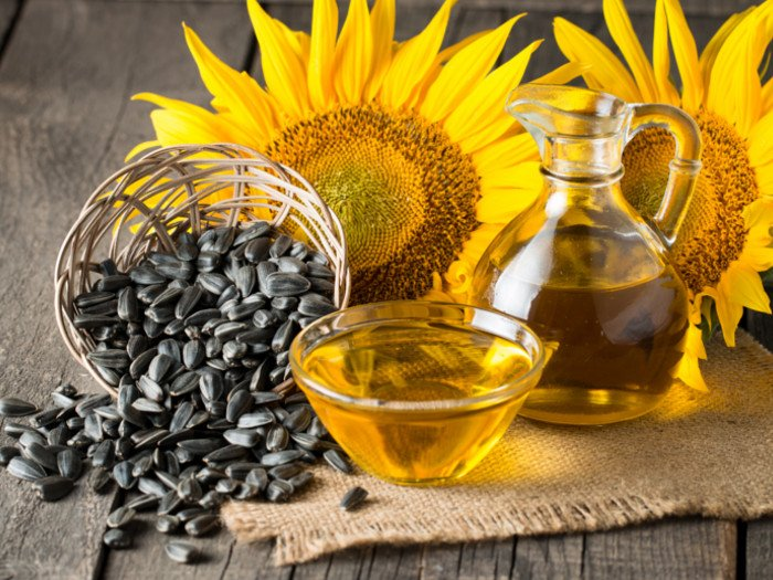 https://www.organicfacts.net/wp-content/uploads/sunfloweroil.jpg