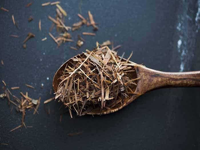 A spoonful of taheebo tea leaves